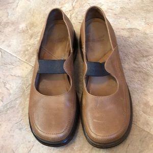 Ladies shoes light brown sz 10/40 by Dansko